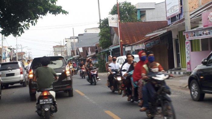 Nekat, Hari Pertama Lebaran, Warga Kuala Tungkal Berseliweran di Jalan Tanpa Pakai Masker