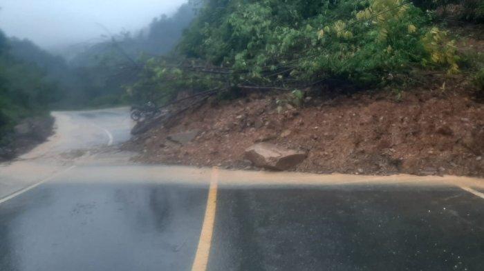 Hujan Lebat, Material Longsor Timbun Badan Jalan Lintas Bangko-Kerinci
