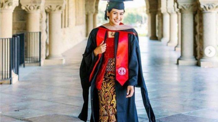 Makna Kebaya Maudy Ayunda saat Wisuda S2, Didiet Maulana: Warna Merah Menggambarkan Semangat