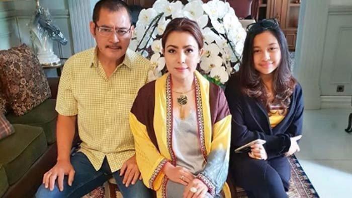 Mayang Sari dan Bambang Trihamodjo dari Keluarga Soeharto-Cendana