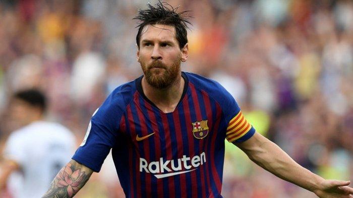 Bintang FC Barcelona, Lionel Messi, merayakan gol yang dicetak ke gawang SD Huesca dalam laga Liga Spanyol di Stadion Camp Nou, Barcelona pada 2 September 2018. (LLUIS GENE/AFP)