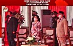 Menteri Pertahanan (Menhan) Prabowo Subianto dan Presiden ke 5 Megawati Soekarnoputri meresmikan patung Bung Karno di Lapangan Bela Negara, Kemenhan, Jakarta, Minggu (6/6/2021).