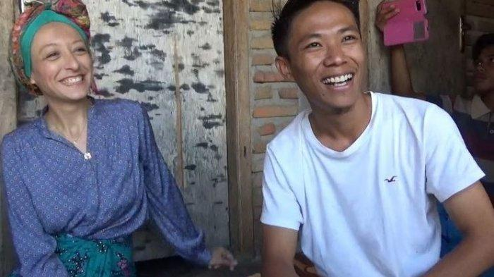 Kisah Unik Wanita Perancis Mau Dinikahi Pria Lombok, Jatuh Cinta Lihat Suami Memanjat Pohon Kelapa