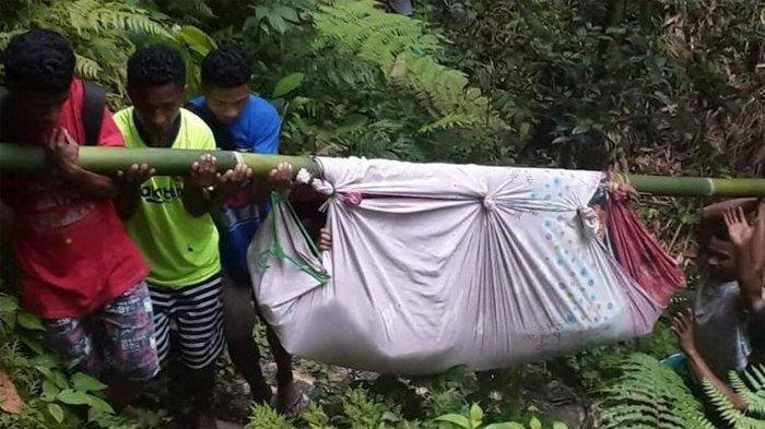 KISAH Ibu Hamil Ditandu 6 Jam untuk Melahirkan, Keluarga Lewati Jalanan Hutan Berbukit yang Curam