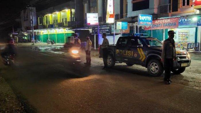 Tim gabungan mengamankan malam pergantian tahun di Kabupaten Merangin, Kamis (31/12/2020) malam. Malam Pergantian Tahun di Merangin Sepi, Sejumlah Caffe dan Tempat Tongkrongan Dibubarkan