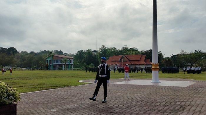 Kondisi Lapangan Berlumpur, Banyak Sepatu Paskibraka Lepas Saat Pengibaran Bendera di Tanjabtim