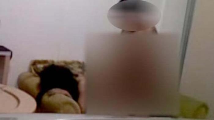 Gairah Nafsu Tak Terbendung, Ibu Ini Telanjangi Kedua Anaknya (Inses), Ketahuan di Celana Ada Sperma