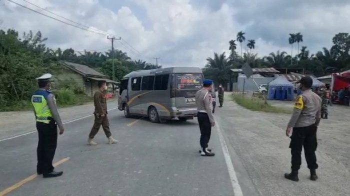 Satu Unit Minibus dari Pekanbaru Tujuan Jawa Barat Diminta Putar Balik di Jalan Lintas Timur