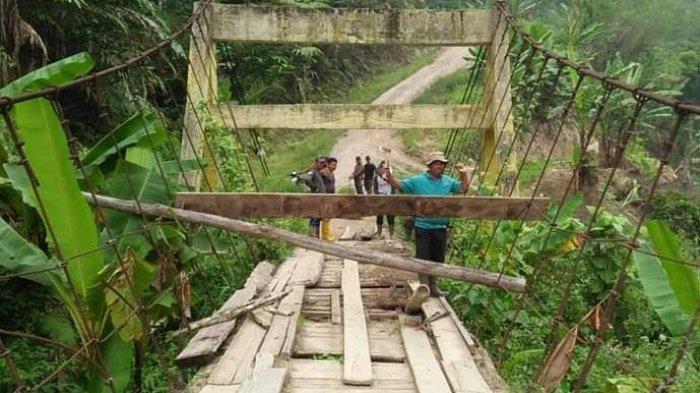Miris, Jembatan Gantung di Renah Kemumu, Kabupaten Merangin, Nyaris Ambruk, Warga Terancam Terisolir