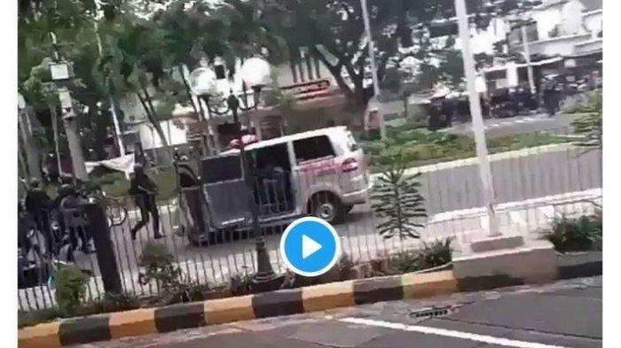 Mobil Ambulans Ditembaki Gas Air Mata Bukan Milik Pemprov DKI, Ini Penjelasan Ahmad Riza Patria