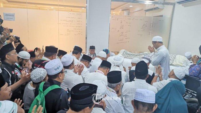 Kenapa Jenazah Mbah Moen Dimakamkan di Mekkah Bukan Di Kampung Halamannya, Ini Alasannya