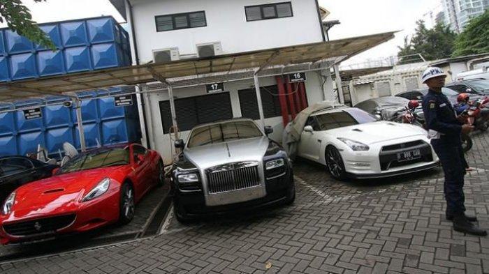 Ilustrasi Mobil mewah jenis Lamborghini, Ferrari, Bentley, Rolls Royce, dan Nissan GTR.
