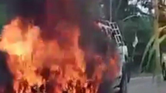 Mobil Pengusaha Batam Terbakar di Muarojambi, Muncul Asap di Kap Mesin