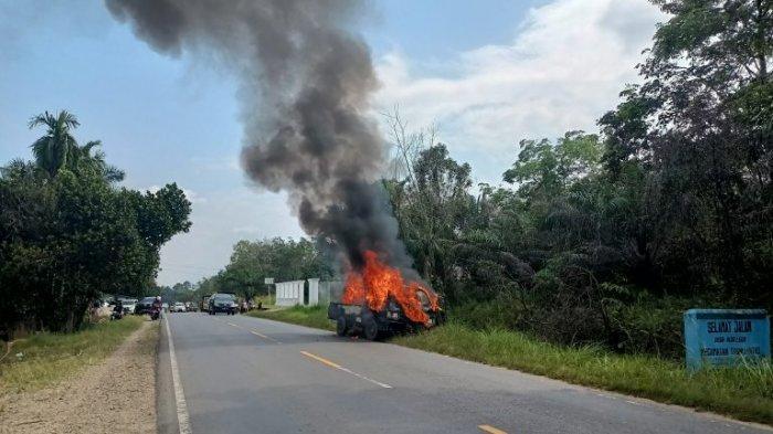 Bawa Barang Pindahan, Mobil Pikap dan Sepeda Motor di Merangin Terbakar Tiba-tiba