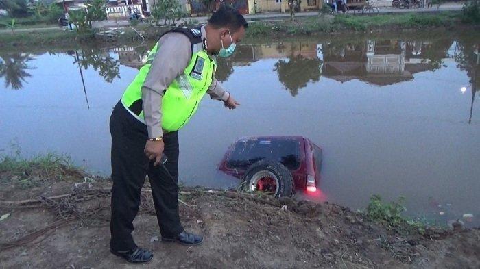 Belajar Nyetir, Mobil Pengantin Baru di Palembang Masuk Sungai, sang Pengemudi Tewas Tenggelam