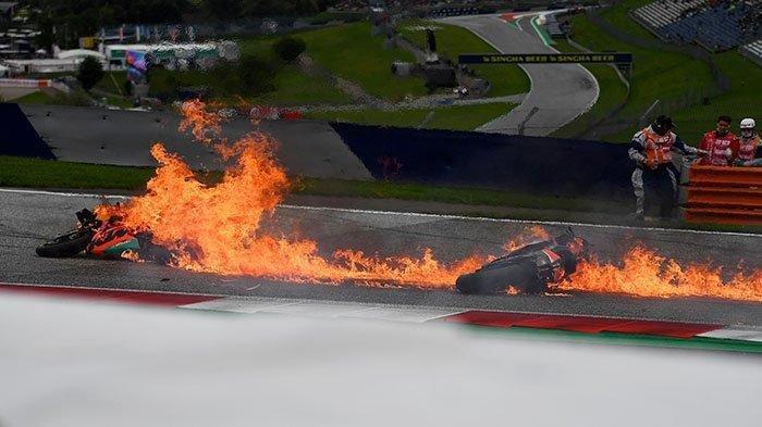 Detik-detik Motor Dani Pedrosa dan Lorenzo Savadori Terbakar Usai Tabrakan Keras di MotoGP Styria