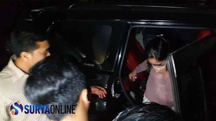 Wanita Berkaca Mata ini Diduga 'Mami' Vanessa Angel Terkait Prostitusi Online, Ditangkap Polisi Juga