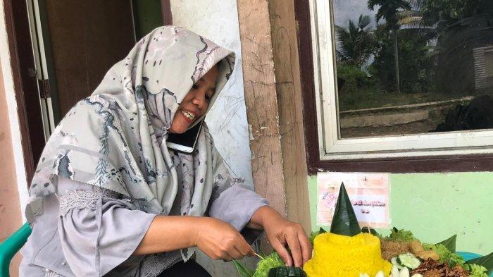 Tumpeng Cantik Dengan Inovasi Garnis, Ning Capai Omzet Rp 300 ribu per Hari