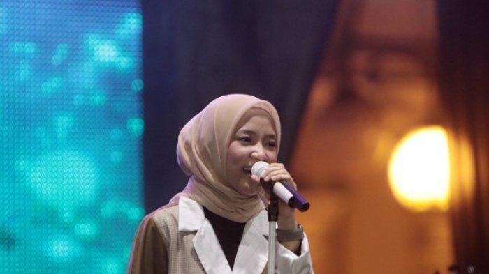 GALERI FOTO: Nissa Sabyan Pukau Ribuan Warga Jambi, Cantik, dan Syahdu Lagu-lagunya Bikin Histeris