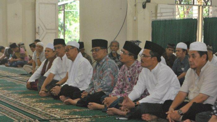 Rektor Unja Buka Bersama di Masjid Jami Assalam, Jalin Kebersamaan Keluarga Besar Kampus