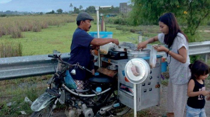 Paikun dan dagangan siomaynya di Kabupaten Sigi