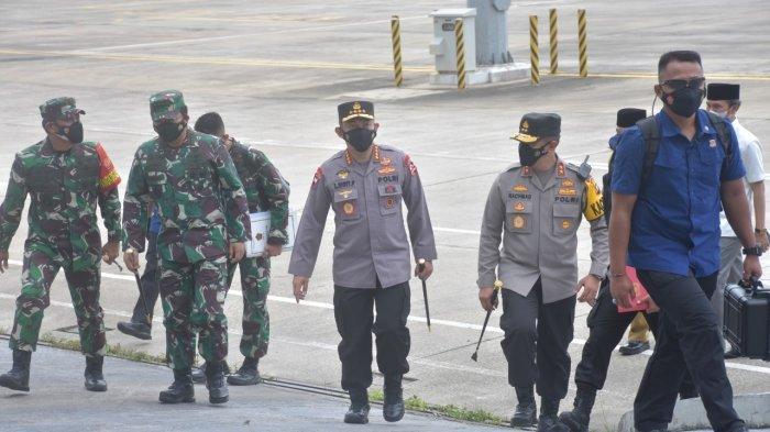 Gunakan Pesawat TNI AU, Panglima TNI dan Kapolri Mendarat di Jambi