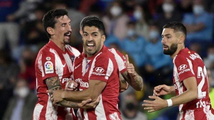 Para pemain Atletico Madrid merayakan gol Luis Suarez ke gawang Getafe pada laga pekan keenam Liga Spanyol 2021-2022 di Stadion Alfonso Perez, Rabu (22/9/2021) dini hari WIB.