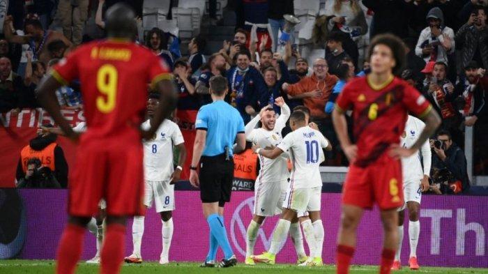 Para pemain Belgia tampak lesu menyaksikan para pemain Prancis merayakan gol kemenangan mereka 3-2 di semifinal Nations League 2021 di di Allianz Stadium, Turin, Italia, Jumat (8/10/2021) dini hari WIB.