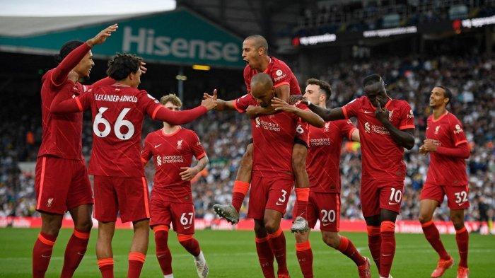 Para pemain Liverpool merayakan gol kedua mereka ke gawang Leeds United di laga Liga Primer Inggris
