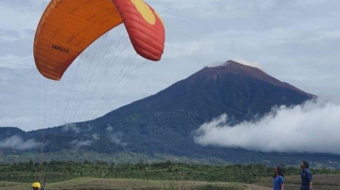 Objek Wisata Paralayang Kerinci, Nikmati Keindahan Gunung Kerinci dari Langit
