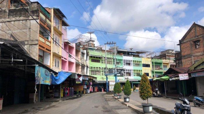 H+3 Idul Fitri Area Pasar Los Kota Jambi Tampak Sepi Dari Pengunjung, Amri Tetap Berjualan
