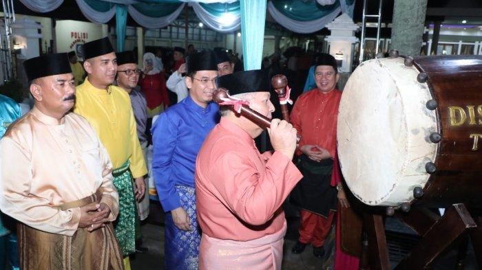 Bupati dan Wakil Bupati Tanjab Barat Membuka Lomba Pawai Malam Takbiran Idul Fitri 1440 H