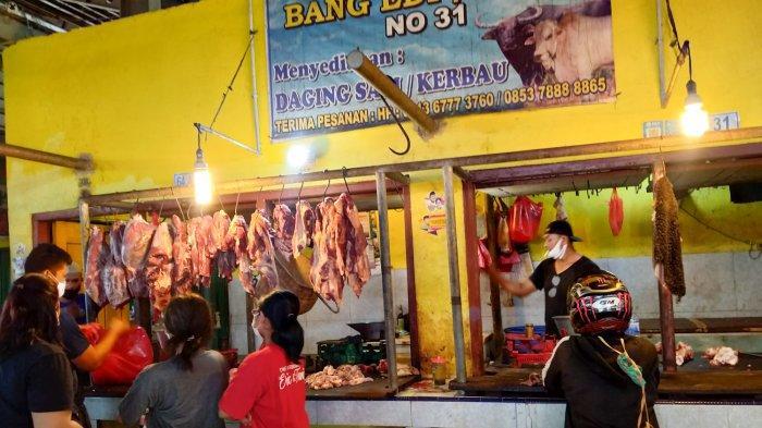 Pedagang Daging di Pasar Angso Duo