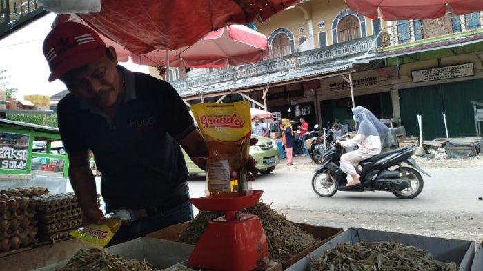 Harga Minyak Goreng di Pasar Sarolangun Naik, Warga Buru Minyak Curah
