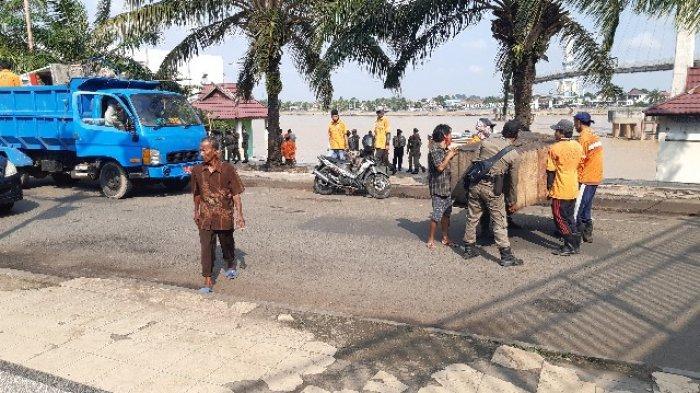 PKL di Kawasan Gentala Arasy dan Tanggo Rajo Ditertibkan, Pedagang Diturunkan di Bawah Jembatan