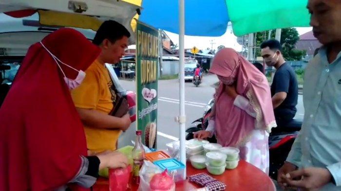 Berbahan Asli Durian Tebo, Pedagang Sop Ini Mampu Raup Rp1 Juta per Hari Selama Ramadhan