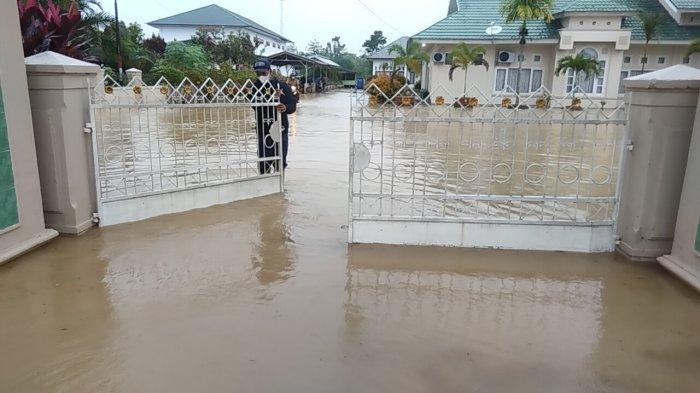 Banjir Muarojambi, Pekarangan Kantor Kemenag dan Dinas Pendidikan Terendam Banjir Dadakan