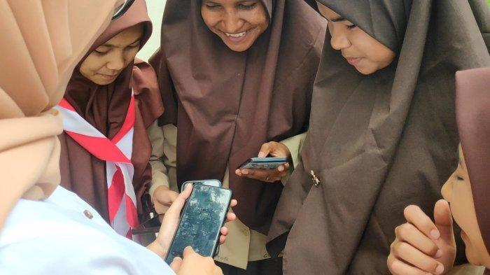 Pelajar di Tigo Lurah Bisa Belajar Daring dari Rumah Pakai Telkomsel