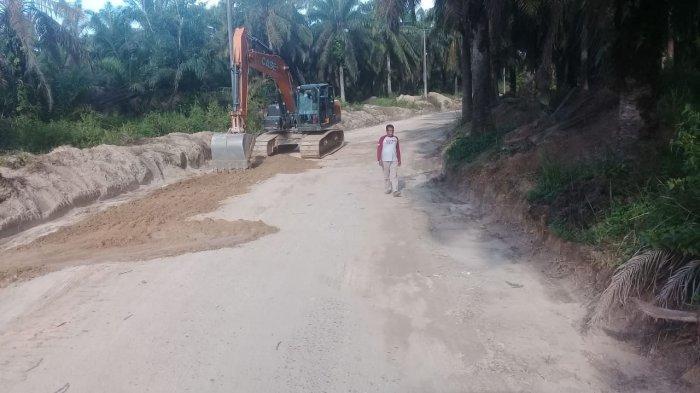 Warga Senang Ada Perbaikan Jalan di Desa Baru dan Desa Sungai Landai