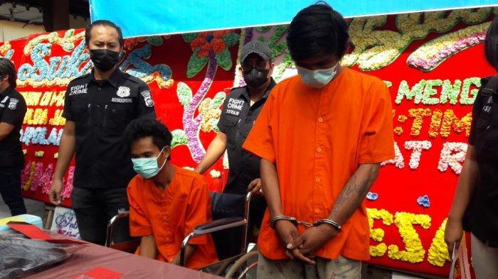 Inilah wajah dua pembunuh tauke karet yang berhasil ditangkap tim  gabungan.