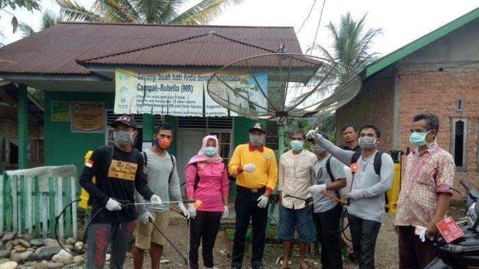 Pemdes Desa Padang Jering Sarolangun Semprot Disinfektan ke Sejumlah Fasilitas Umum