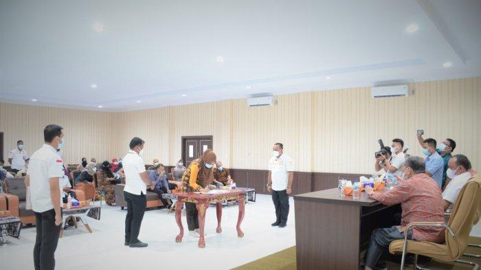 Rabu (31/03/2021), Pemerintah Kabupaten Tebo bersama Fakultas Ekonomi dan Bisnis Universitas Jambi melakukan penandatanganan kerja sama di berbagai bidang di Aula Kantor Bakeuda.