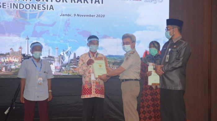 Pemerintah Serahkan 18.343 Sertifikat Tanah kepada Masyarakat Provinsi Jambi