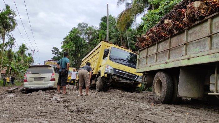 Jalan Rusak di Sabak Ilir Diperbaiki Secara Swadaya, Pihak Setempat Koordinasi ke Provinsi