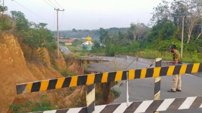 Jalan Arah Bandara Bungo Amblas Sejak Beberapa Tahun Lalu, Warga Sebut Pemerintah Kurang Tanggap