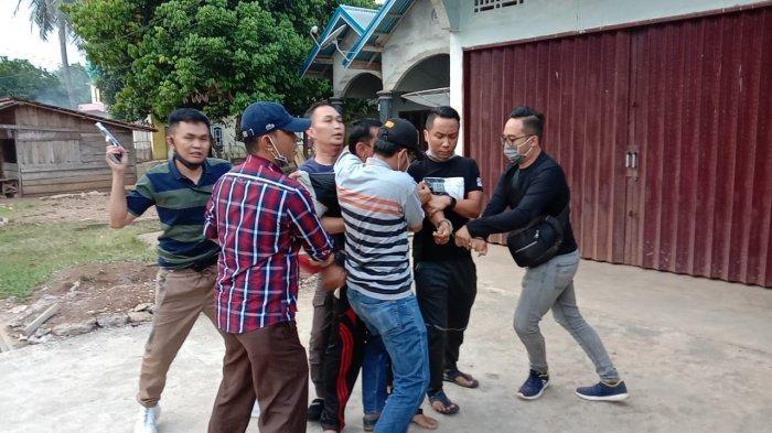 Saat Berada di Rumah Istri ke 4, DPO Kasus Korupsi Dana Hibah Pilwako Jambi Ini Ditangkap