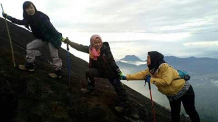 Wajib Gunakan Jasa Pemandu, Wisatawan yang Lakukan Pendakian ke Gunung Kerinci, BBTNKS Keluarkan SK