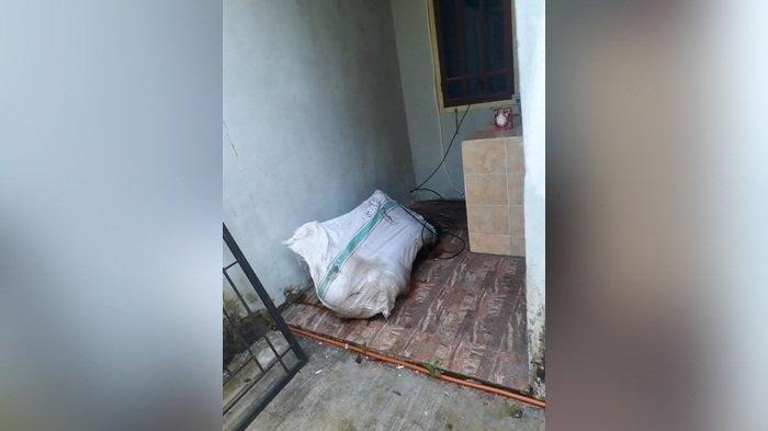 Penemuan mayat dalam karung di Penginapan Dewi Residen II Kacang Pedang, Kota Pangkalpinang, Sabtu (14/11/2020).