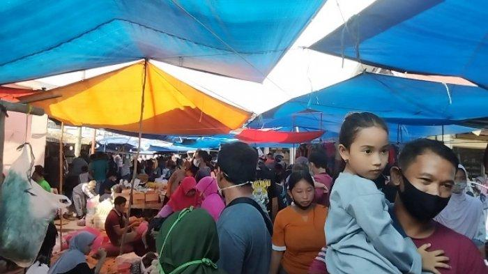 H-3 Lebaran Pengunjung Pasar Sengeti Membludak, Terpantau Longgar Prokes Covid-19