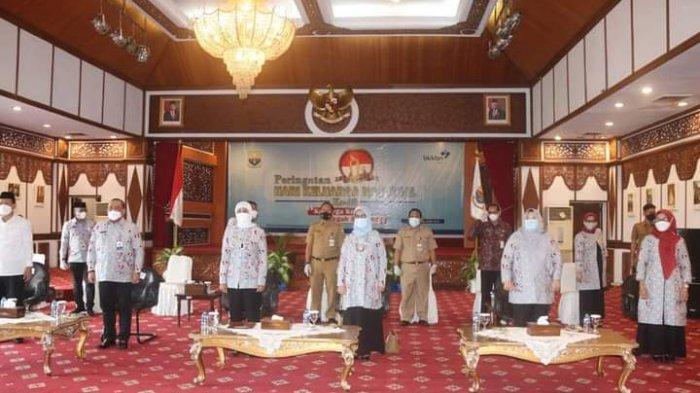 Penjabat (Pj) Gubernur Jambi Dr. Hari Nur Cahya Murni, M.Si mengikuti Hari Keluarga Nasional (HARGANAS) ke-28 tahun 2021 Secara virtual bersama Wakil Presiden (Wapres) Republik Indonesia Ma'aruf Amin. Pj. Gubernur mengikuti dari rumah Dinas Gubernur, Selasa (29/06/2021)